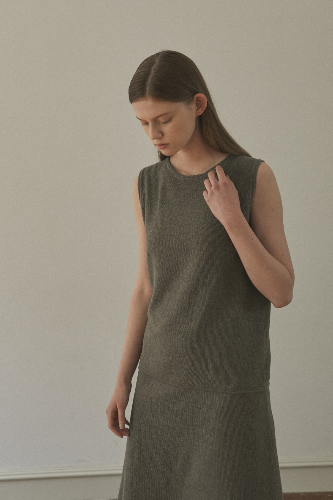 Glorious Moon linen sleeveless top_Forest Khaki